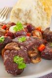Покрытая плита еды тушёного мяса Bourguignon говядины Burgundy французская Стоковое Фото