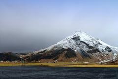 покрытая Снег гора, Исландия Стоковая Фотография