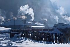 покрытое село снежка Стоковое Фото