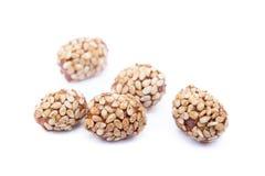 Покрытые арахисы с сезамом стоковые фотографии rf