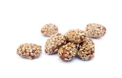 Покрытые арахисы с сезамом стоковая фотография rf