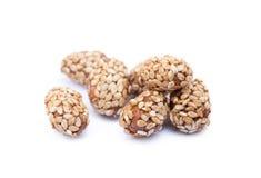 Покрытые арахисы с сезамом стоковые изображения