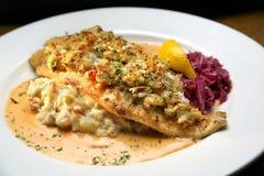 покрытые картошки мяса рака помятые рыбами белые Стоковые Изображения RF