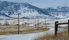 покрытые Снег дороги горы в зиме Стоковое Изображение RF