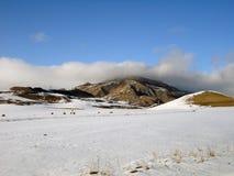покрытые Снег холмы и степи Кавказа, Karachay-Cherkessia Стоковое Изображение RF