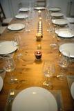 Покрытый обеденный стол с бокалами Стоковые Фото