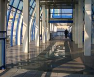 покрытый пересекая пешеход Стоковое фото RF