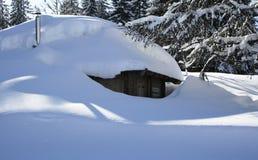 покрытый свежий снежок дома Стоковое Изображение