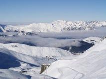 покрытый снежок mounatins Стоковая Фотография RF