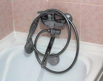 Покрытый хромом крупный план faucet ванны Стоковое Фото