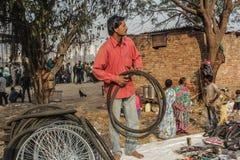 Покрышка-поставщик рынка реки передний, Ахмадабад, Индия Стоковые Фото