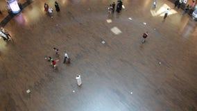 Покупатели в моле Дубай акции видеоматериалы