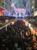 Покупатели на день рождественских подарков Стоковая Фотография