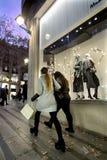 Покупатели с идти сумок Стоковые Изображения RF
