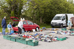 Покупатели на продажах рынка и carboot Prestatyn под открытым небом Стоковые Фото