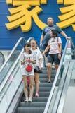 Покупатели на торговом центре Livat, Пекине, Китае Стоковое Изображение RF