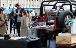 Покупатели на Smorgasburg, Лос-Анджелесе стоковые фотографии rf