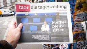 Покупать чтения человека немецкий умирает газета tageszeitung сток-видео
