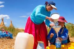 Покупая газ на озере Titicaca Стоковое Фото