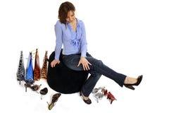 покупая женщина ботинок Стоковое Изображение