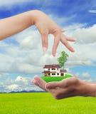 покупая свойство дома принципиальной схемы стоковые фото