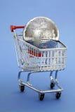 покупка головоломки металла глобуса тележки Стоковая Фотография RF