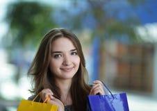 покупка девушки красотки Стоковая Фотография