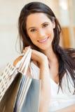 Покупка молодой женщины стоковое изображение rf