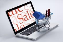покупка мыши интернета принципиальной схемы компьютера тележки он-лайн стоковые изображения rf