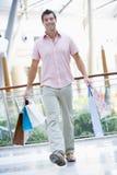 покупка человека мола Стоковое Изображение