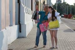 Покупки женщины в лете Стоковые Изображения RF