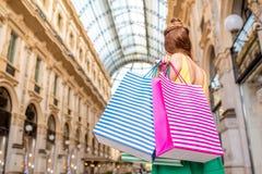 Покупки женщины в милане Стоковые Фотографии RF