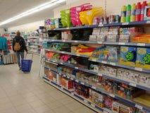 Покупки женщины в торговом центре Стоковые Изображения