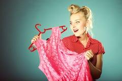 Покупки женщины для платья Стоковые Изображения