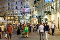 Покупки ночи на улице Graben в вене Стоковые Изображения RF