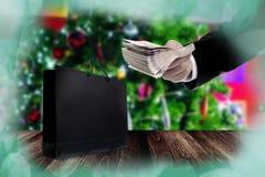Покупки рождества, покупки бизнесмена для подарка рождества Стоковое Изображение RF