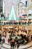 Покупки рождества центра Торонто Eaton стоковая фотография