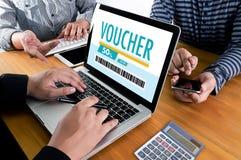 Покупки технологии кредитной карточки онлайн и ваучер Cou карточки подарка Стоковое Изображение