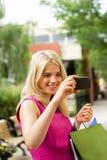 Покупки Gal проверяя изображение Стоковое фото RF