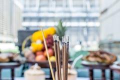 Поклонение едой на китайский Новый Год стоковое изображение