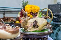 Поклонение едой на китайский Новый Год стоковые фото