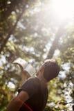 Поклонение молодого человека стоковая фотография rf