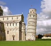 Полагаясь башня Pisa и собора Стоковая Фотография