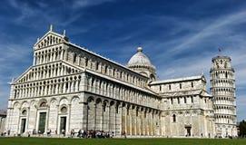 Полагаясь башня Pisa и собора Стоковые Изображения