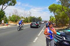 Пола шага Yves Lampaert быстрые после автомобилей команды Стоковое фото RF