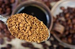 Полезный естественный ароматичный немедленно конец-вверх растворимого кофе стоковые изображения