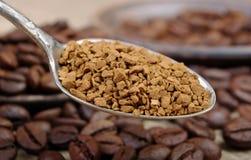 Полезный естественный ароматичный немедленно конец-вверх растворимого кофе стоковые фото