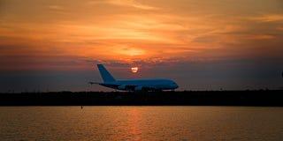 Полеты и деятельности при коммерческого самолета на авиапорте Aus Сиднея Стоковые Изображения