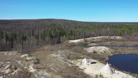 Полет весной над тундрой полуострова Yamal и choom Nenets на севере Сибиря видеоматериал