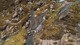 Полет над водопадом Torc на Connor проходит дальше полуостров Dingle в Ирландии видеоматериал